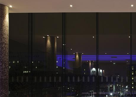 Pan Peninsula, Canary Wharf Lighting Consultant: Maurice Brill Lighting Design; Architect: SOM, London; Interior Design: KCA International; Photographer: Tom Brill